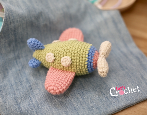 Cartoon airplane crochet pattern - Amigurumi Today | 469x600