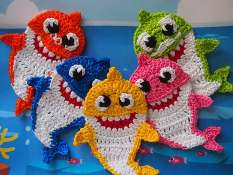 5 Free Patterns for Crochet Shark Slippers | Guide Patterns | 600x800