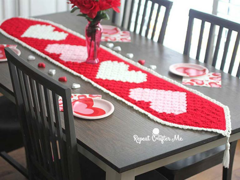 Crochet c2c Heart Table Runner Free Pattern